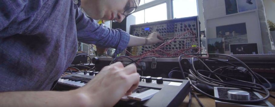 "Synthbits: Tom Furse of UK Rock Band ""The Horrors"" and reface CP"